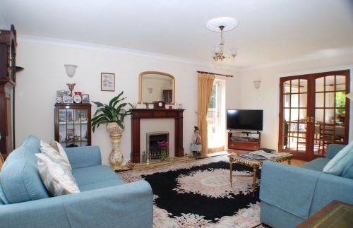 The Guest living room at Hawthorn House, with access to the garden