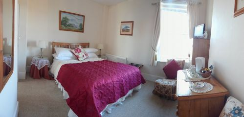 The second spacious double bedroom at Amber House